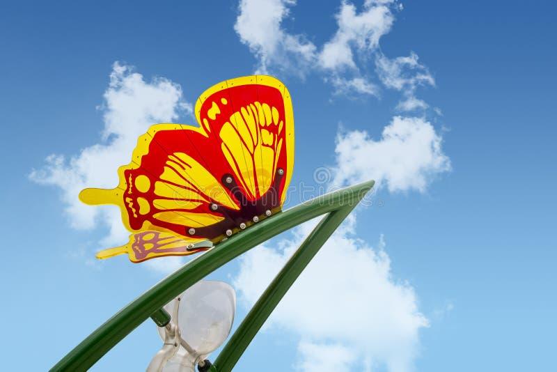 Plastikowy motyl w dzieciaka parku zdjęcia stock
