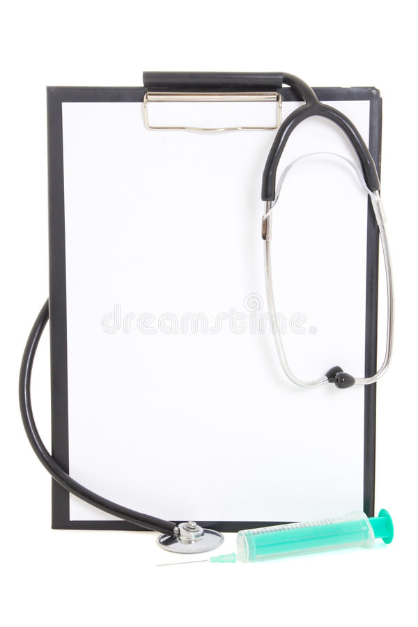 Plastikowy schowek z prześcieradłem, strzykawką i stethoscop pustego papieru, obrazy stock