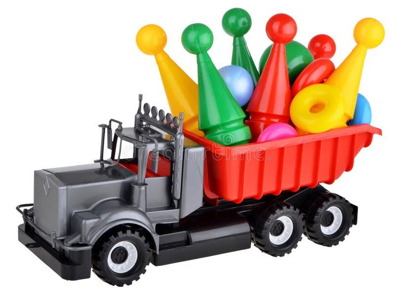 Plastikspielzeuglastwagen mit Bowlingspiel lizenzfreie stockbilder