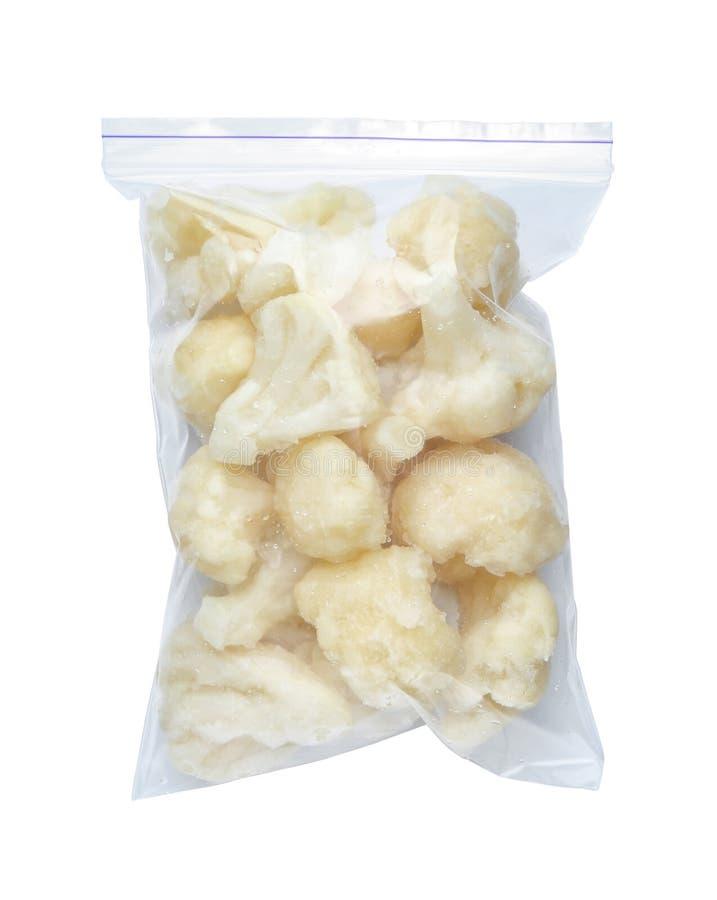 Plastiktasche mit gefrorenem Blumenkohl stockbild
