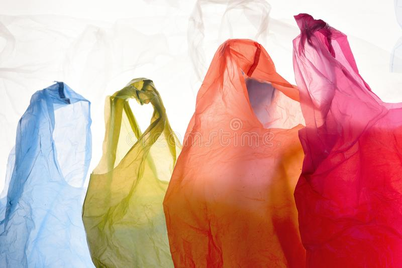 Plastiktaschen von verwendeten und transparenten Farben lizenzfreies stockbild