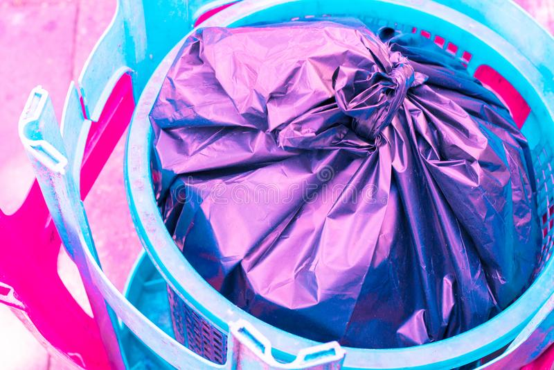 plastique de chaise de vintage et texture créative de rebut de couleur en pastel photos stock