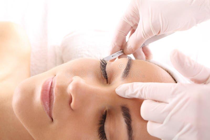 Plastische Chirurgie, Gesichtshautausdehnen lizenzfreies stockfoto
