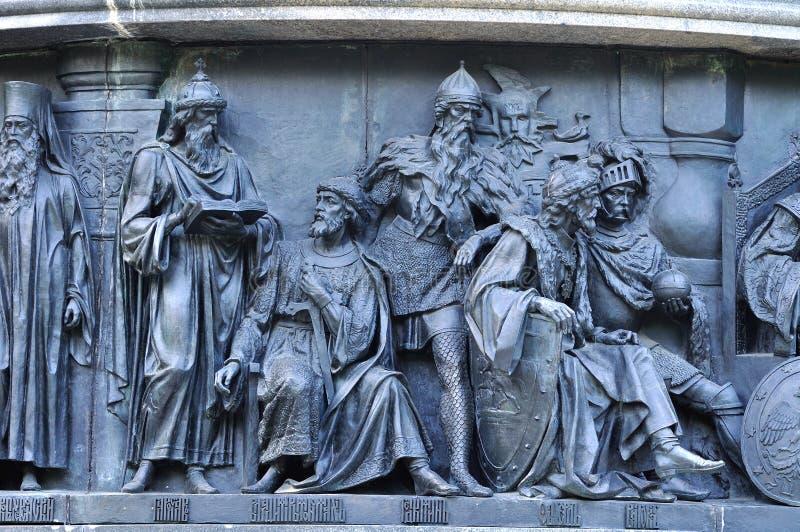 Plastische groepsstaatsmannen bij het monumentenmillennium van Rusland, Veliky Novgorod, Rusland royalty-vrije stock afbeeldingen