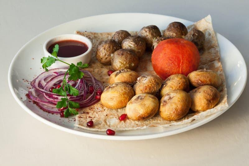 plat app tissant avec des pommes de terre champignons tomate image stock image du repas. Black Bedroom Furniture Sets. Home Design Ideas
