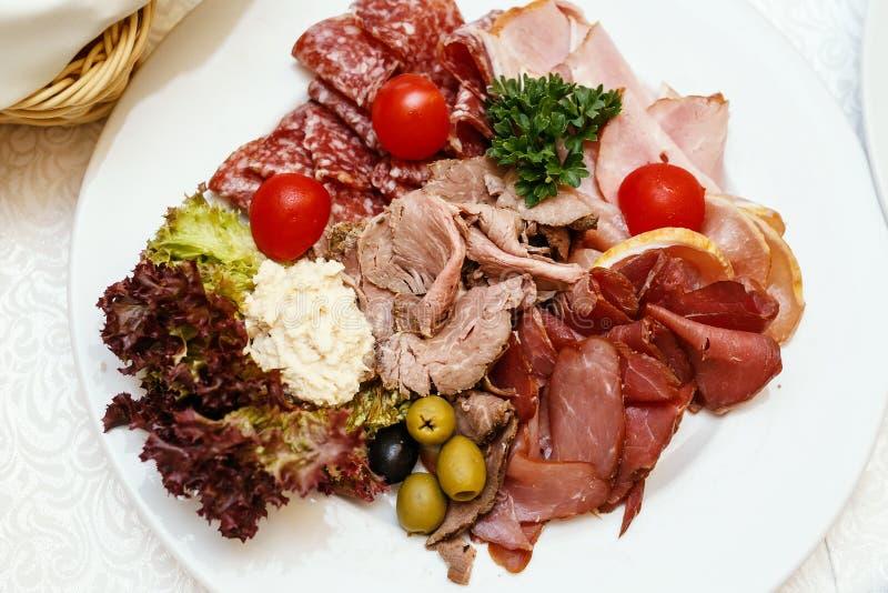 Plat assorti de viande sur la restauration d'événement image stock