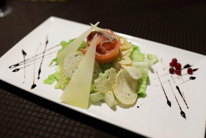 Plat avec de la salade de César images libres de droits