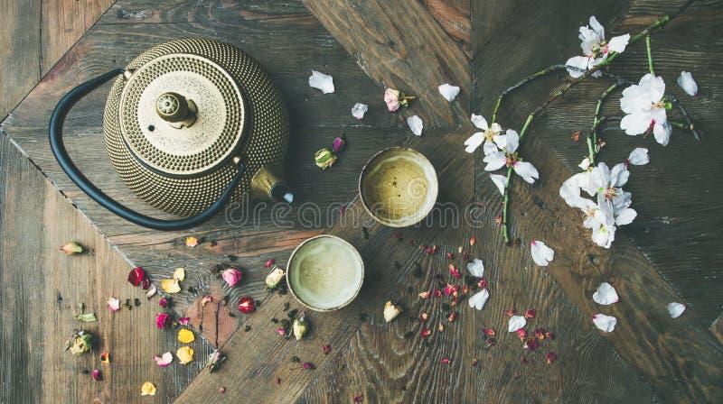 Plat-configuration de la disposition asiatique traditionnelle de cérémonie de thé, vue supérieure image stock