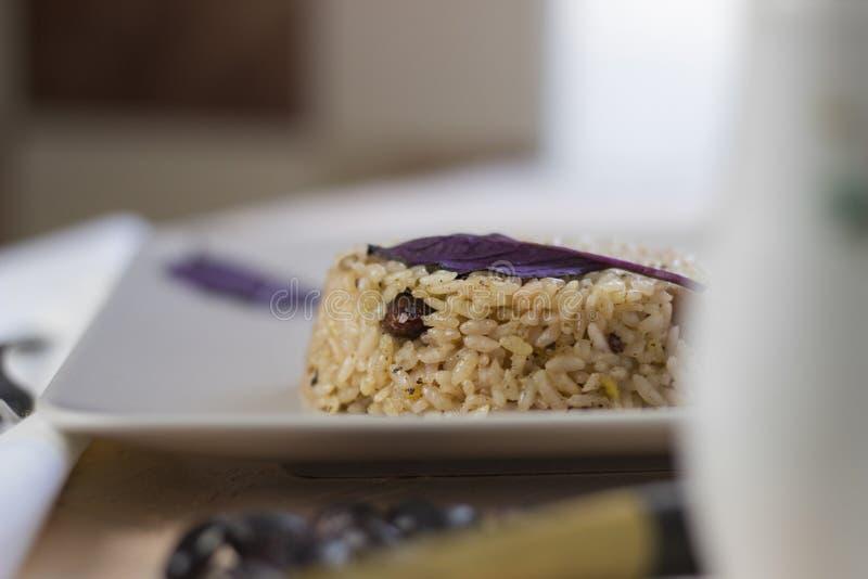 Plat de Congri de cuisine nationale cubaine Congri, riz avec des haricots, un plat typique de nourriture cubaine Plat simple mais photo libre de droits