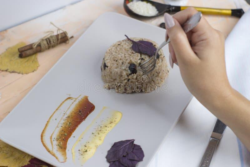 Plat de Congri de cuisine nationale cubaine Congri, riz avec des haricots, un plat typique de nourriture cubaine Plat simple mais photos libres de droits