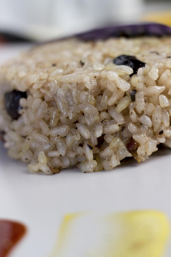 Plat de Congri de cuisine nationale cubaine Congri, riz avec des haricots, un plat typique de nourriture cubaine Plat simple mais photographie stock libre de droits