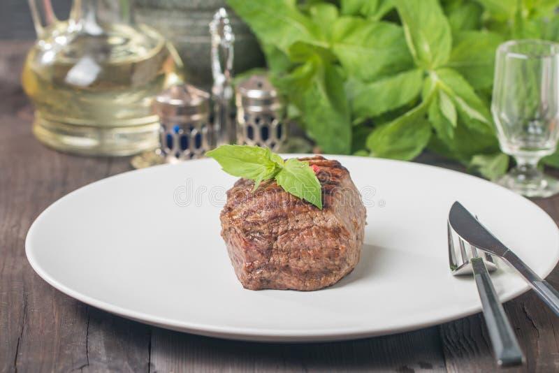 Plat de dîner avec le bifteck de boeuf photos libres de droits