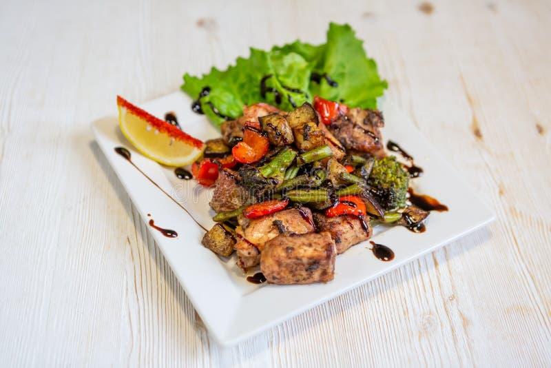Plat de dîner de boeuf et des légumes Grilled photo libre de droits