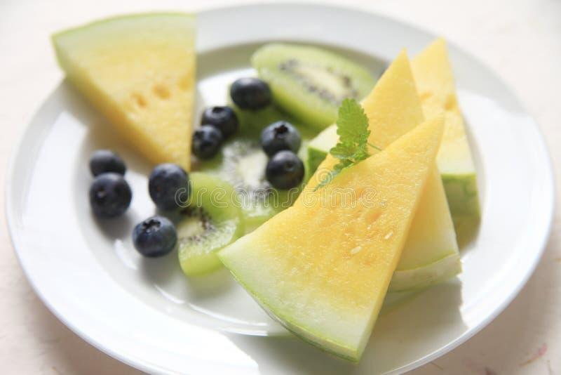 Plat de fruit d'été de melon et de baies photos libres de droits