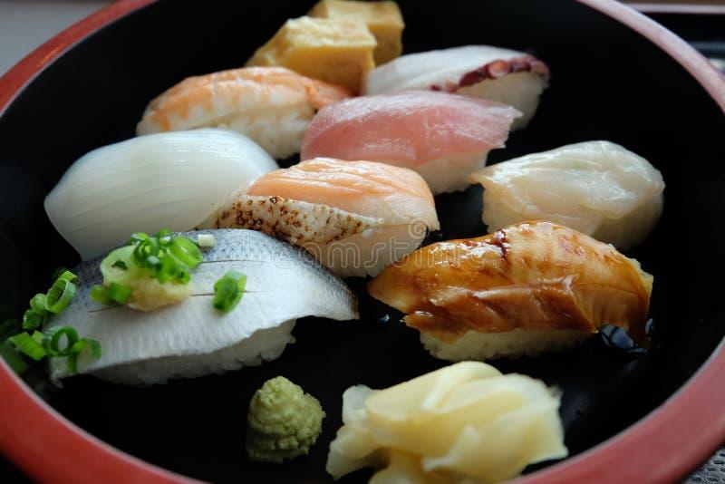 Plat de Nigiri de sushi, Japon photo stock