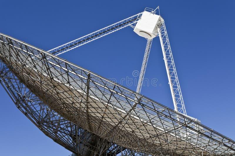 Plat de radiotélescope dans Parkes, Australie images libres de droits