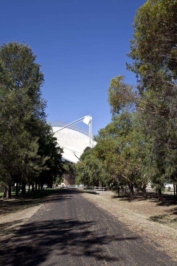 Plat de radiotélescope dans Parkes, Australie image stock