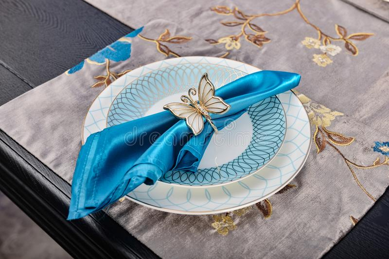 Plat de service de dîner de vaisselle de vaisselle photo libre de droits