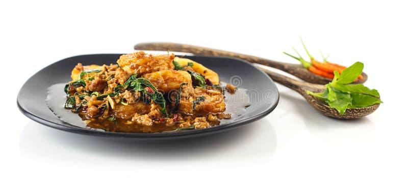 Plat de tofu d'oeufs au plat d'émoi avec du porc et le basilic saint images libres de droits