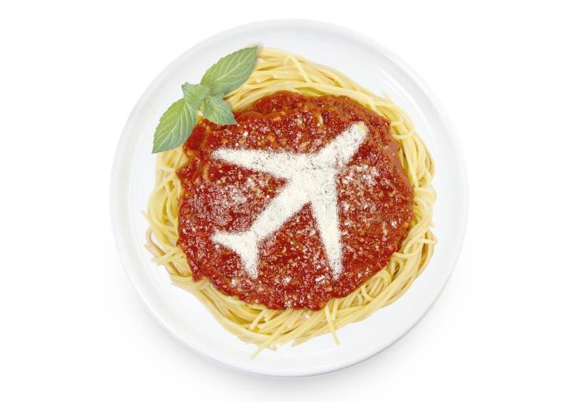 Plat des pâtes avec le parmesan sous forme d'avion images libres de droits
