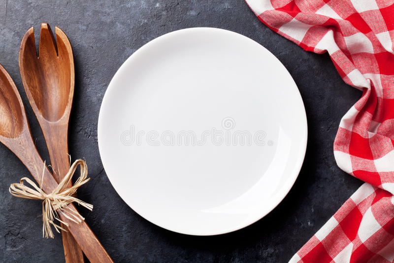 Download Plat Et Serviette De Cuisine Vides Image stock - Image du espace, objet: 77151135