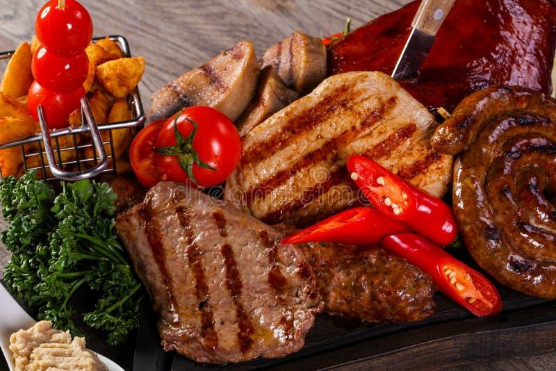 Plat grillé de préparation de viande image stock