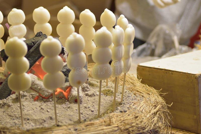 Plat japonais de bonbon à boulette de riz de Dango de nourriture de rue photo libre de droits