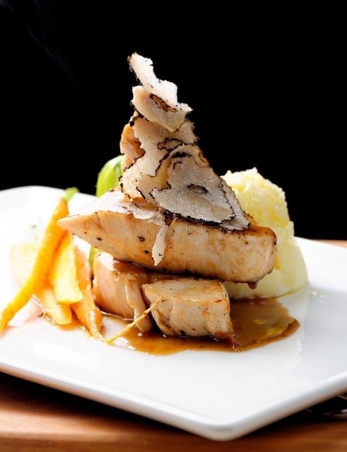 Plat principal dinant fin, blanc de poulet grillé images stock