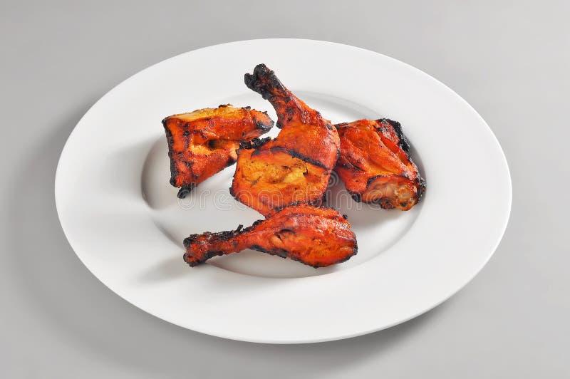 Plat rond avec le poulet tandoori photo libre de droits