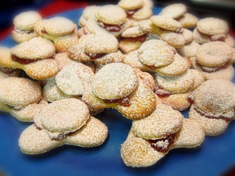 Plat sucré doux de biscuits de biscuits de vacances de Noël de la pâtisserie blanche photographie stock libre de droits