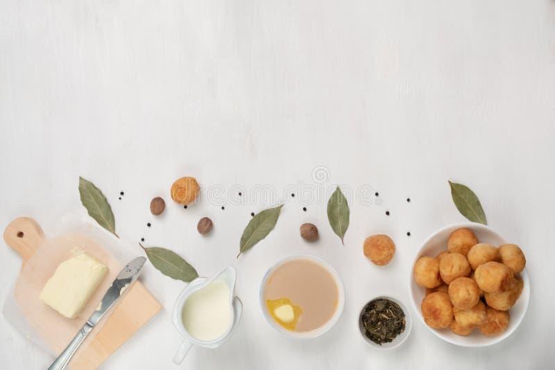 Plat traditionnel asiatique Mongolian, Kalmouk, Buryat, Tibétain, thé touva Thé au lait, sel, beurre, noix de muscade, feuille de photos libres de droits