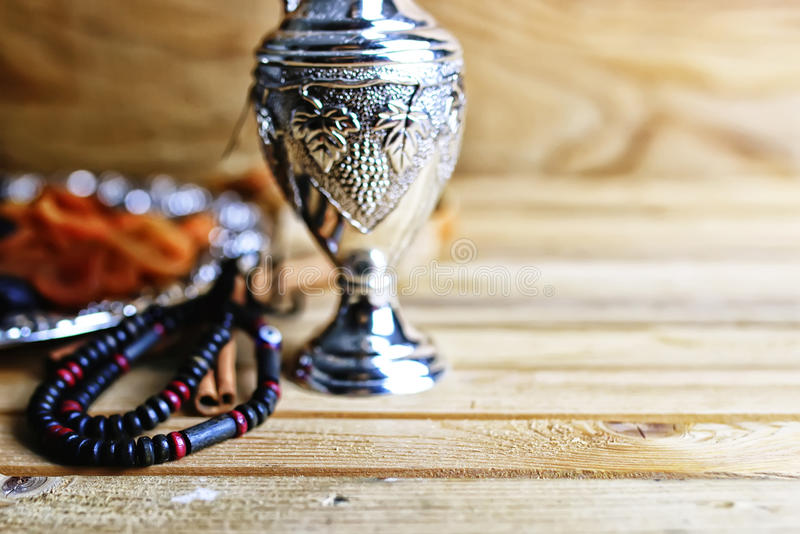Plata árabe de los frutos secos imagen de archivo
