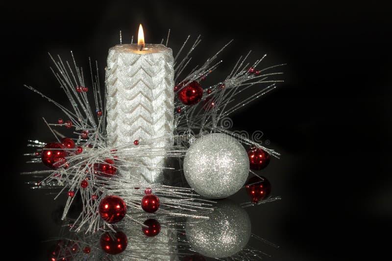 Plata metalizada 2 de la vela de la Navidad fotografía de archivo