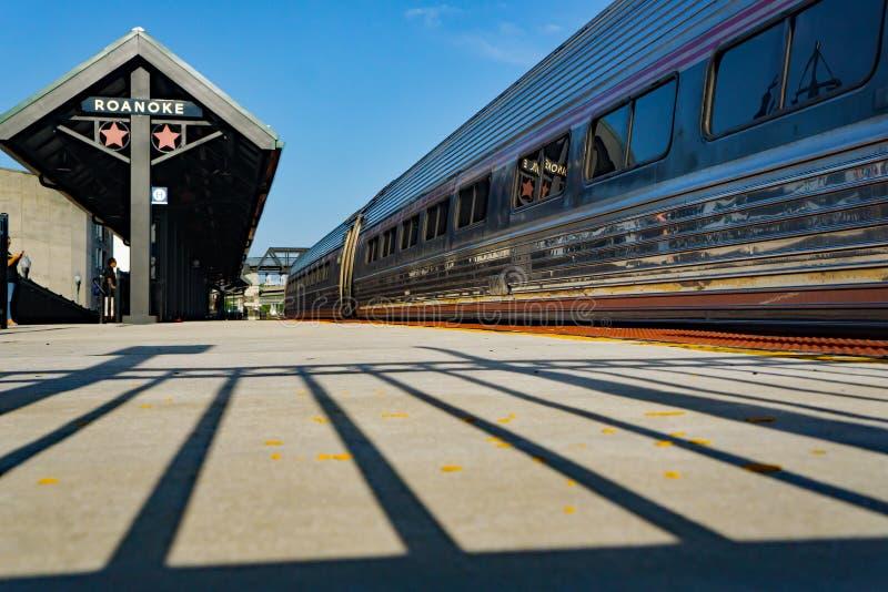 Plataforma da carga de Amtrak - Roanoke, Virgínia, EUA imagens de stock