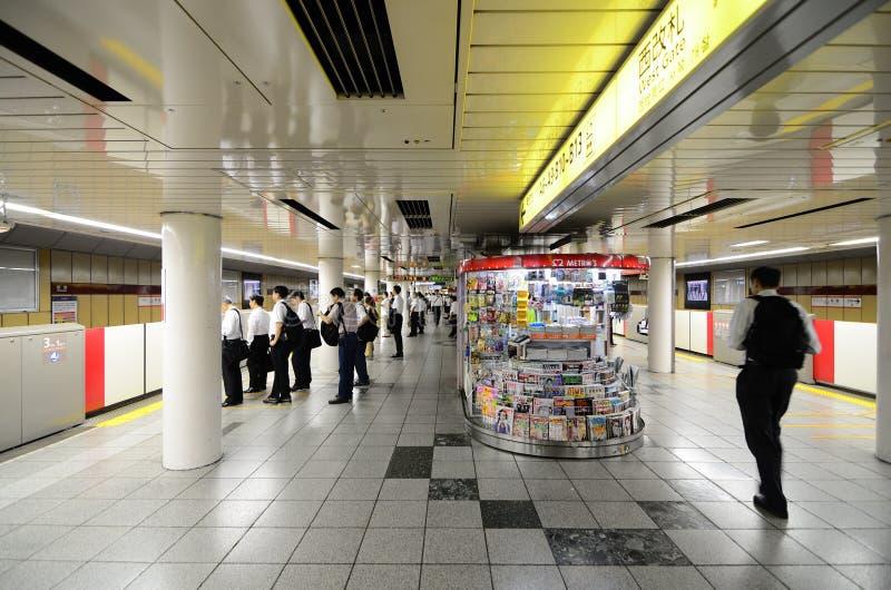 Plataforma da estação de Shinjuku foto de stock