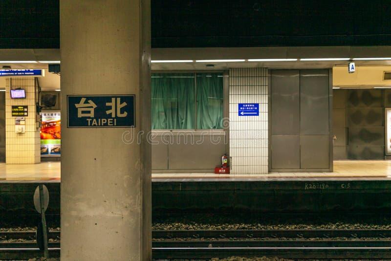 A plataforma da estação de Taipei imagem de stock