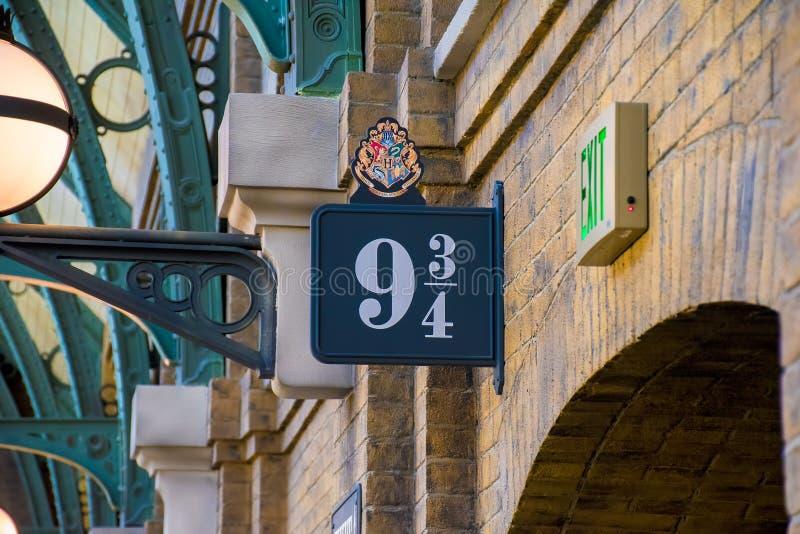 Plataforma 9 de Harry Potter 3/4 muestra imagen de archivo libre de regalías