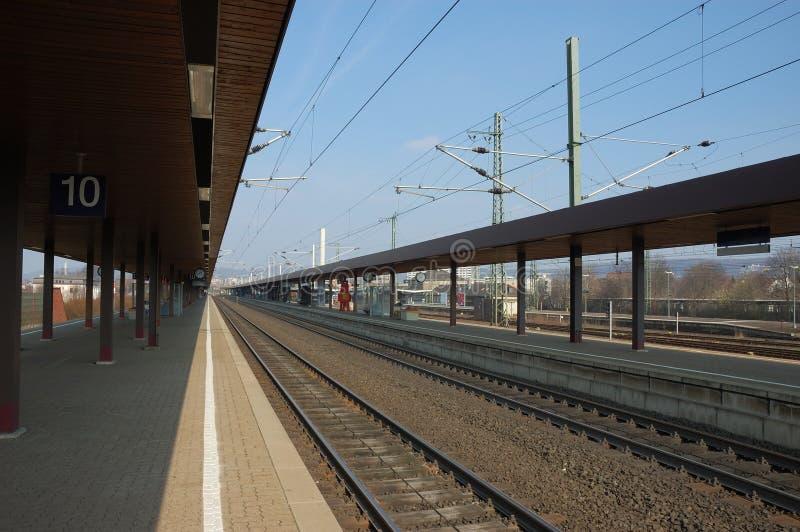 Plataforma de la estación de ferrocarril foto de archivo libre de regalías