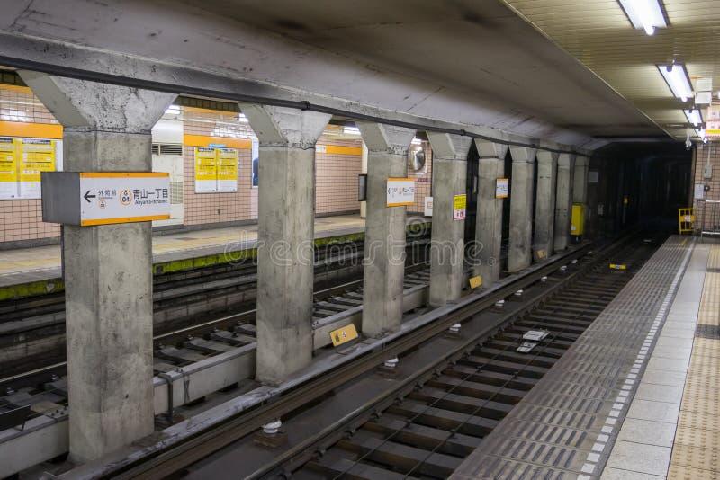 Plataforma de la estación de Minami-Aoyama Railway imágenes de archivo libres de regalías