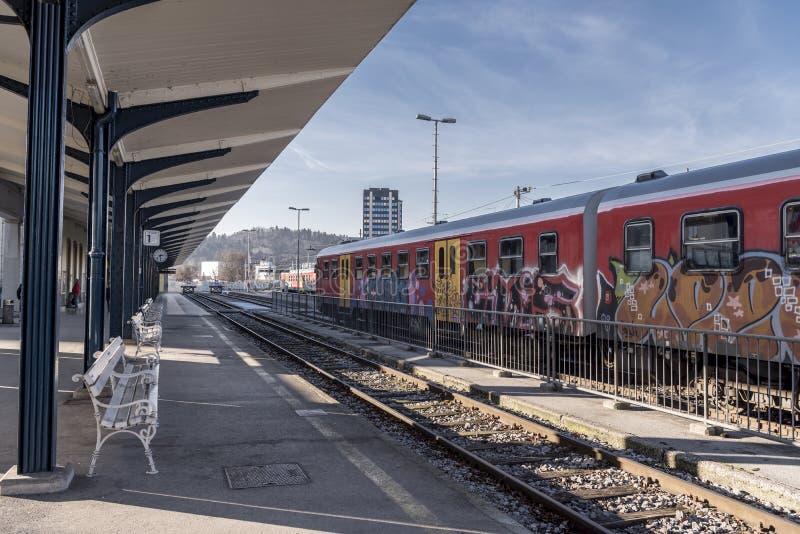 Plataforma de la estación de tren de Ljubljana fotos de archivo