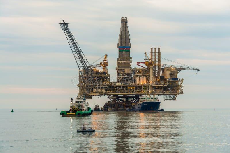 Plataforma de la plataforma petrolera fotos de archivo