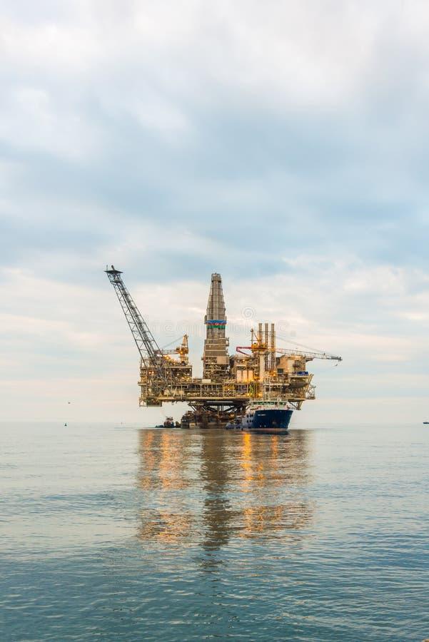 Plataforma de la plataforma petrolera imagen de archivo libre de regalías