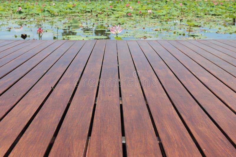Plataforma de madeira vazia foto de stock