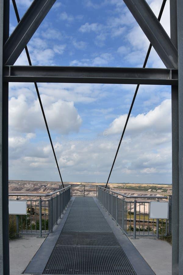 Plataforma de observação da caminhada do céu na mineração opencast em Garzweiler imagens de stock royalty free