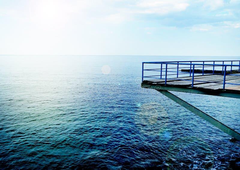 Plataforma de observaci?n en la playa para la observaci?n y el rescate durante la nataci?n imagen de archivo