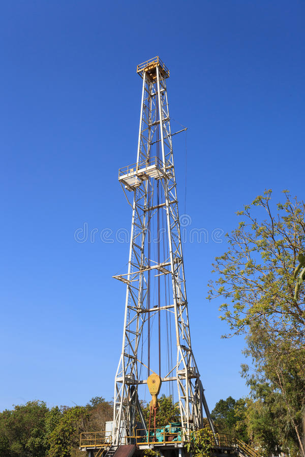 Plataforma de perforación de la tierra del aceite imagen de archivo libre de regalías