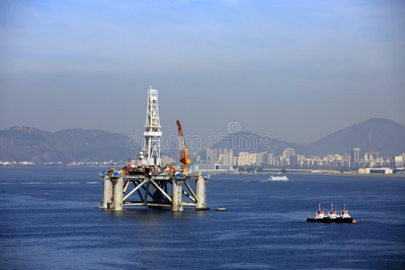 Plataforma de petróleo e gás fotografia de stock royalty free