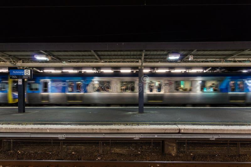 Plataforma de Richmond Railway Station en la ciudad de Yarra fotografía de archivo