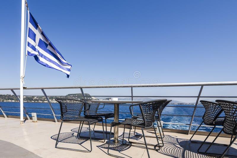 Plataforma de um navio grego imagens de stock royalty free