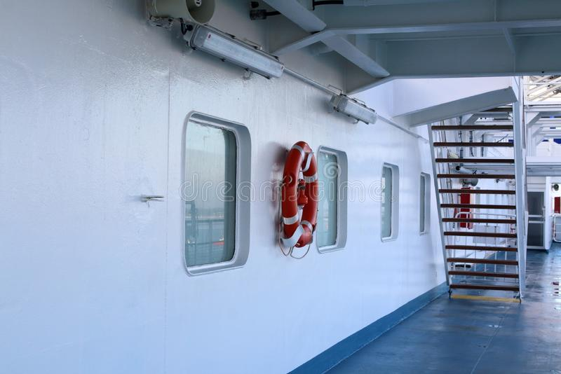 Plataforma de um navio ou de uma balsa de passageiro imagens de stock royalty free